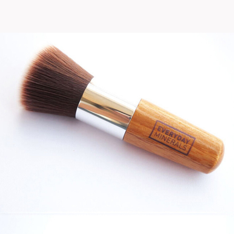Wood handle single makeup brush