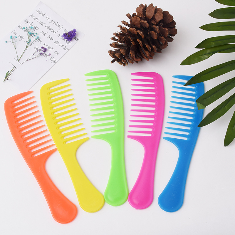 Common wide tooth plastic hair combs